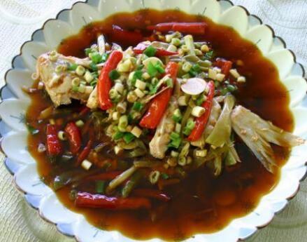 特色菜品:望江肥肠鸡,土豆番茄煨牛腩,鳝段粉丝,茶树菇蹄筋,烧椒大口